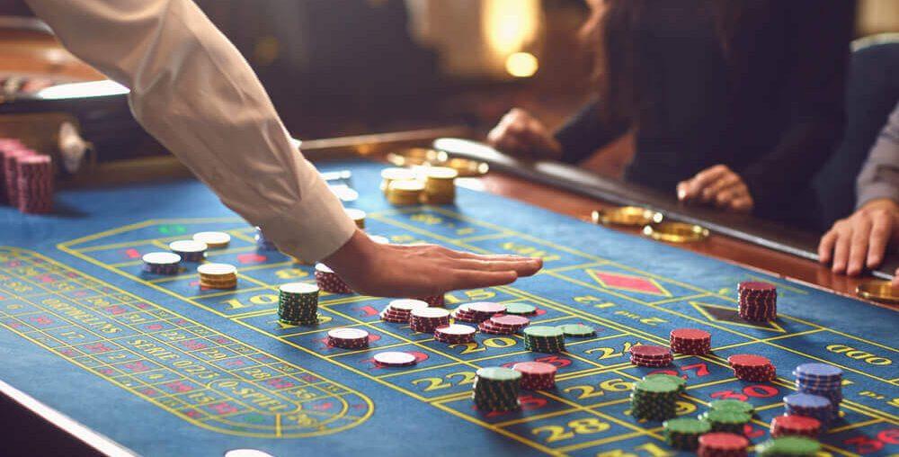 كيف أصبح الكثيرون يلعبون ألعاب قمار على الأنترنت؟