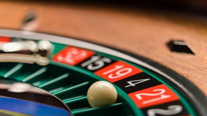كيف يقارن الفوز بـ 1600$ في روليت الكازينو اونلاين بالفوز في العاب أخرى؟